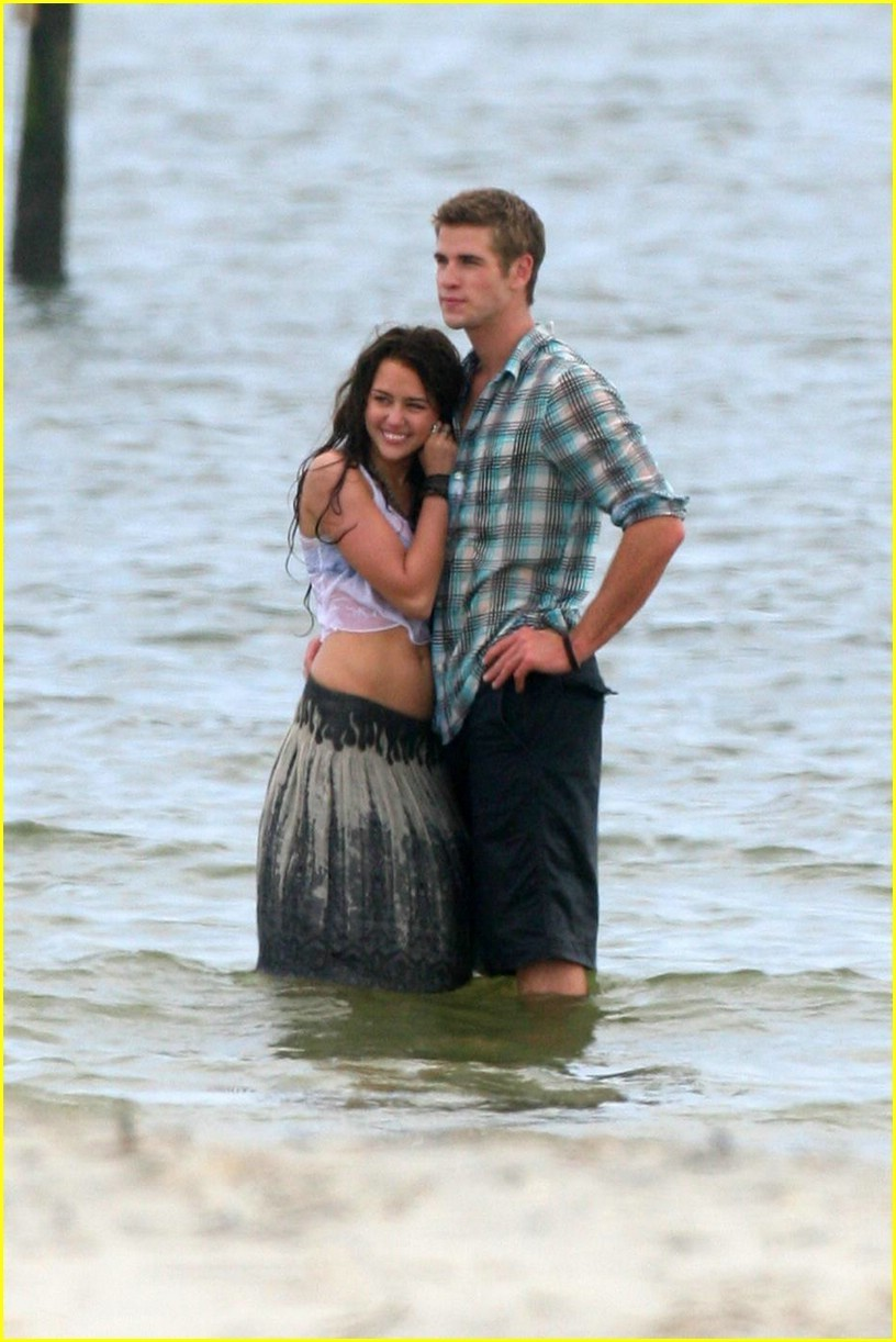 Miley Cyrus and Liam Hemsworth Kissing